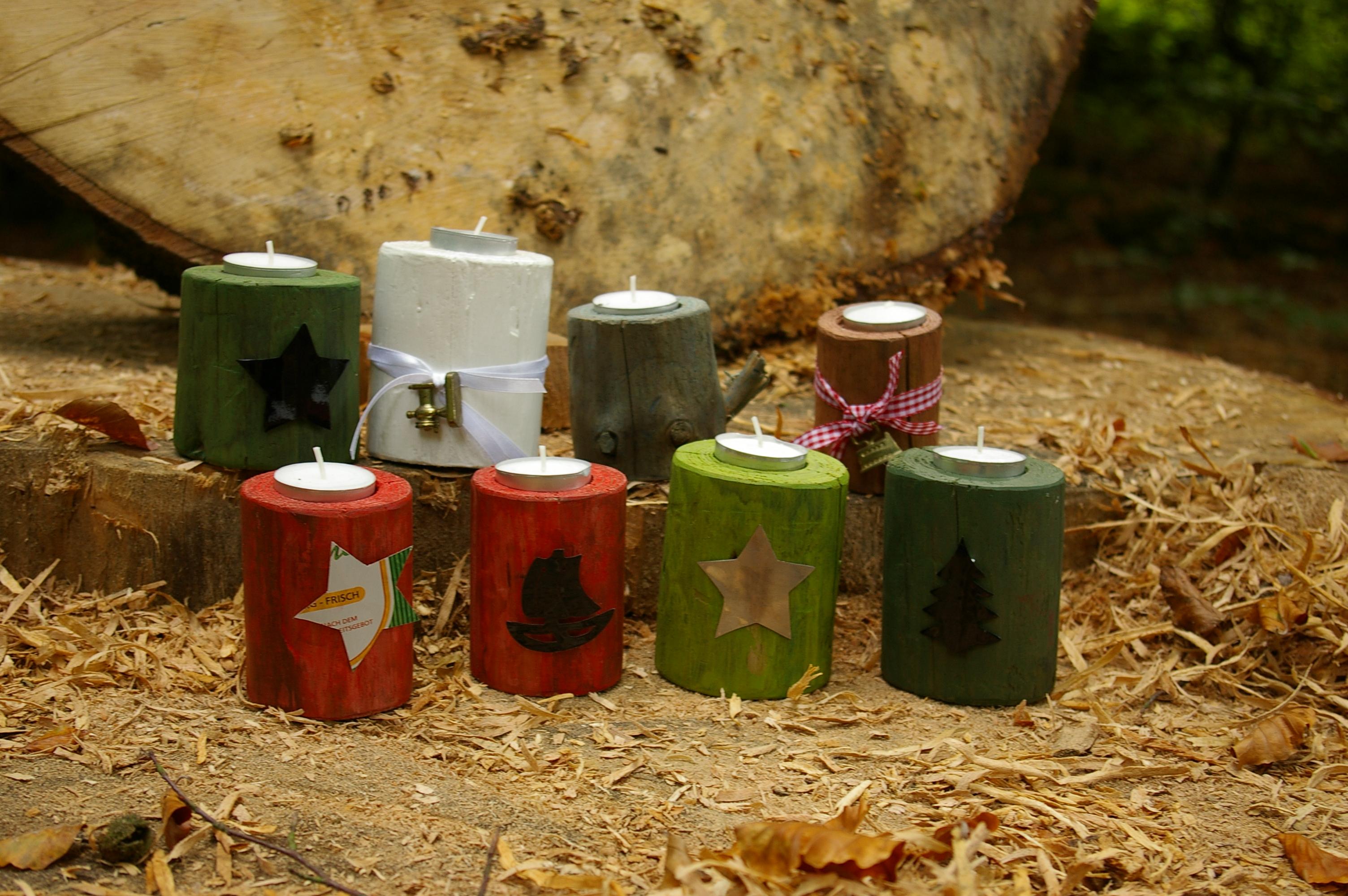 bunte Vielfalt an Teelichthaltern