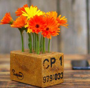 Eigentlich ganz einfach: Blumenvasen aus Holzresten selberbauen