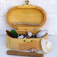 Wunderbare Mitbringsel: kleine Schatzkisten mit Strandfunden